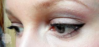Verblendeter Smokey Eyeliner, z.B. zum Konturieren (bei Tageslicht, ohne Blitz, mit Primer)