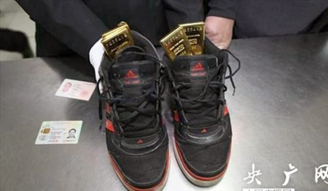 emas didalam sepatu