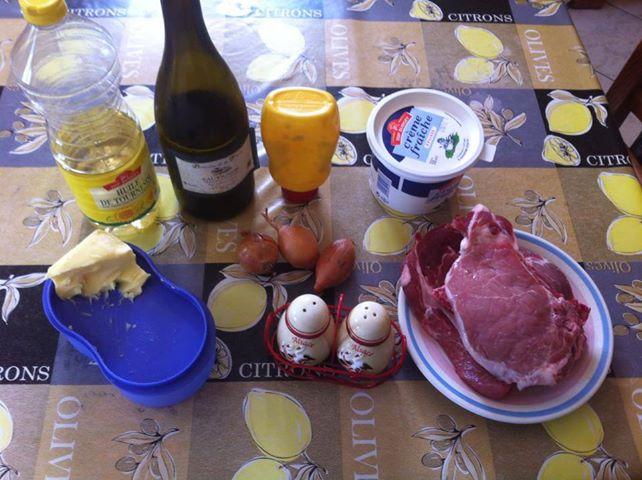les recettes de gagou c tes de porc sauce vin blanc chalote oignon moutarde. Black Bedroom Furniture Sets. Home Design Ideas