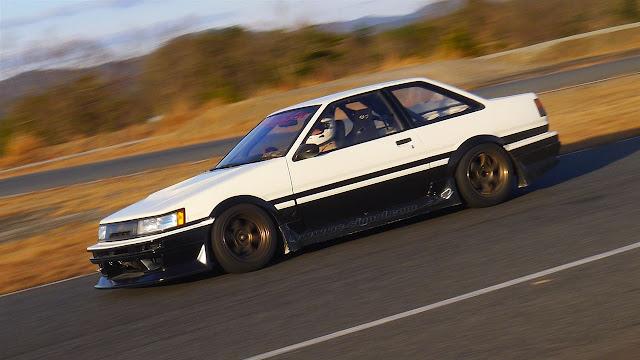 Toyota Corolla Levin AE86, typowa Toyota, najlepsze sportowe auta z lat 80, 4AGE, najlepsze wysokobrotowe silniki, JDM