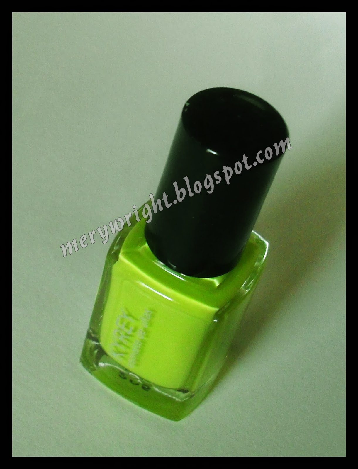 center>Esmalte de uñas, KYREY. </center> - Mery Wright