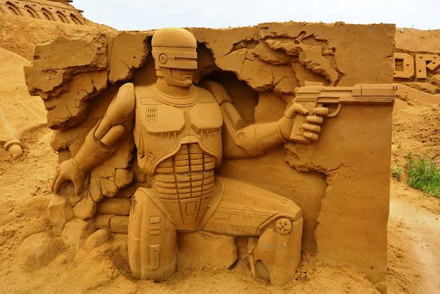 Sandwonderland Blankenberge Robocop