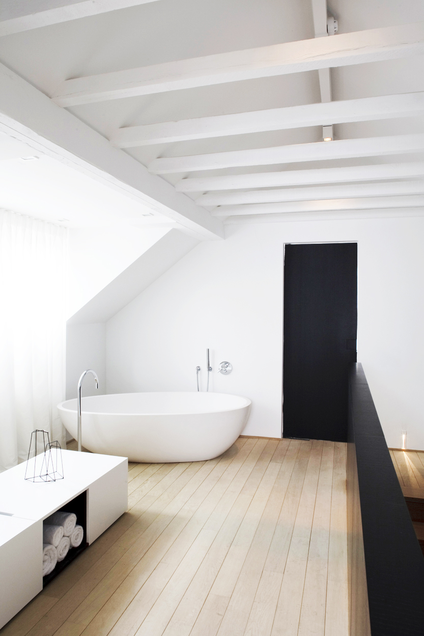 T.D.C: Interior Styling | Black Accents in the Bathroom