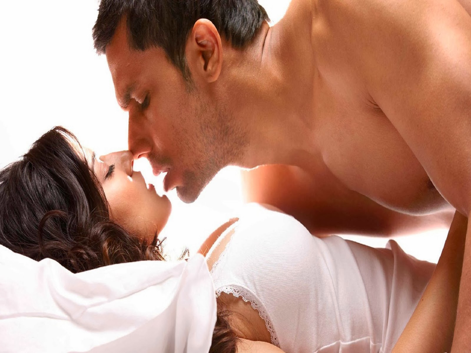 jism2 sunny leone hot kiss in bed very hot sexy bold wallpapers images pics group