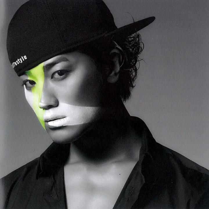 http://1.bp.blogspot.com/-bufKPmV5ffg/Ugt7tuKoR6I/AAAAAAAAJqs/E2VgfiViNWE/s1600/%5BBOOKLET%5D+Jin+Akanishi+-+Hey+What%27s+Up+(22).jpg