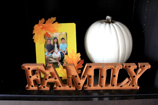 Display pictures with this easy DIY Fall picture frame! #sponsored
