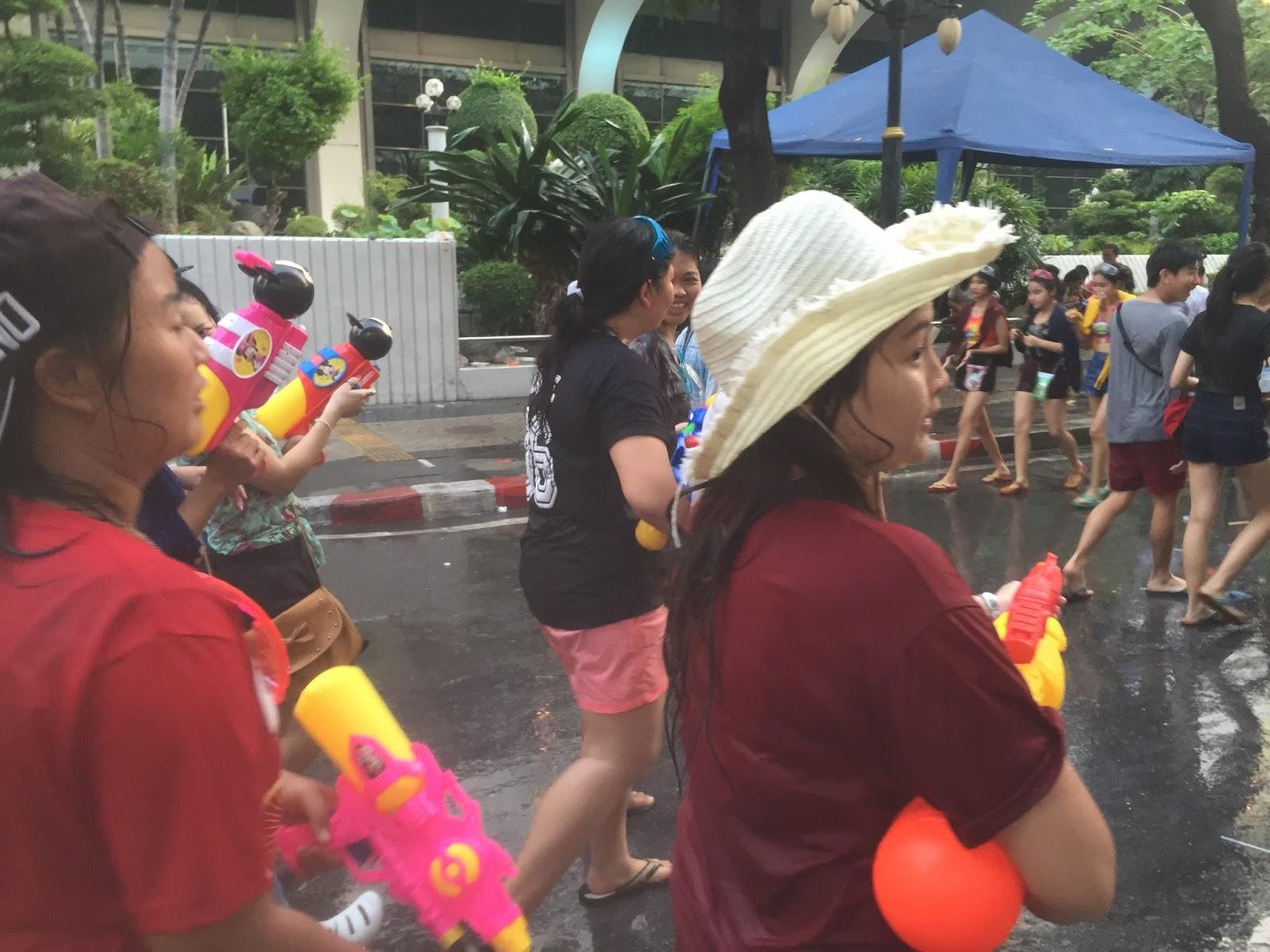 Songkran, Bangkok Songkran, thai water festival, thailand songkran, water festival thailand, water festival 2015, songkran 2015, songkran 2016, dongkran 2017, songkran 2018, thajsko, vodní festival thajsko, songkran vodní festival, vodní festival thajsko, dovolená thajsko, thajské svátky, thajský svátek vody, bangkok thajsko, bangkok thailand, dovolená na vlastní pěst, dovolená bez cestovky, fashionhousecz blog, fashion house cz, fashionhouse, fashionhouse blog, blog cestování, blog o cestování asie, kristýna vacková, kristýna blog, kristýna vacková blog, thajsko duben, počasí thajsko, thailand april, weather in thailand,