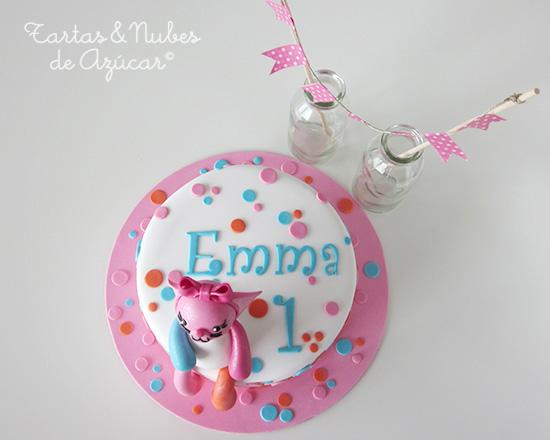 Tarta decorada con fondat y modelado de osito para Emma