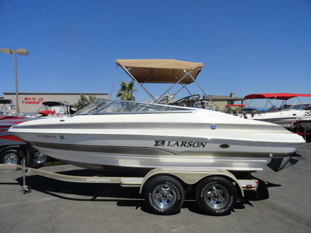 2005 Larson LXi 208! Luxurious Boat in Excellent Condition! Don't miss out!