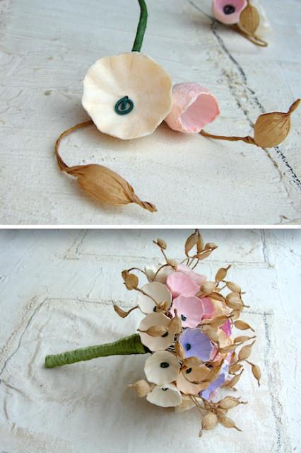 bouquet e boutonniere di fiori di carta rosa, lilla ecrù