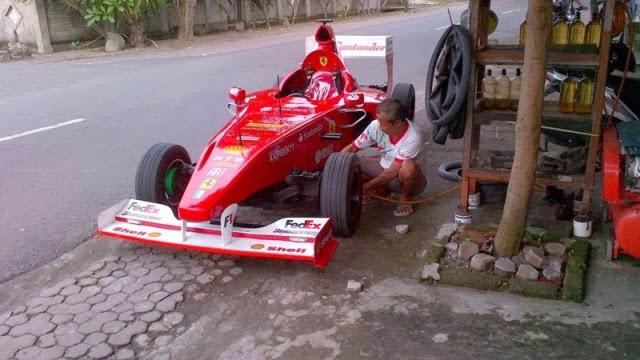 F1-nya Lagi pit-stop gan,, hehehe...