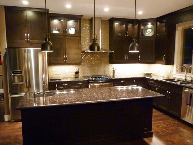 Wall painting ideas for kitchen for Kitchen wall colors with black cabinets