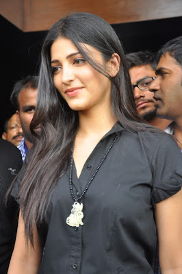 shruti han @ gas outlet launch photo gallery
