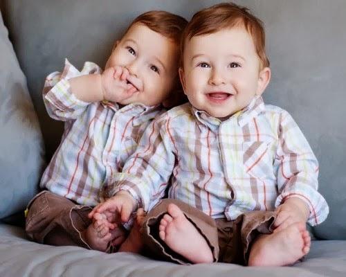 Images de bébés jumelles