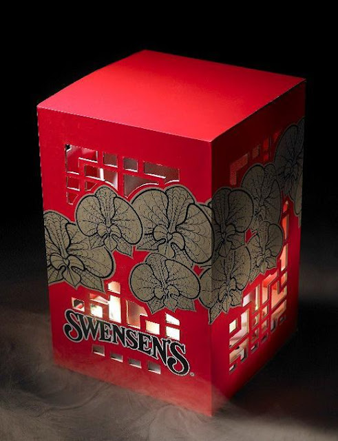 Swensen's Light up Lantern Box