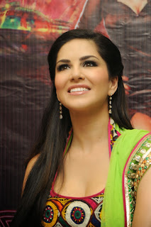 sunny-leone-at-jackpot-hyd-promo-event-008.jpg