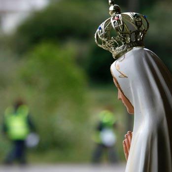 Maria, em Fátima, convida a viver o Evangelho