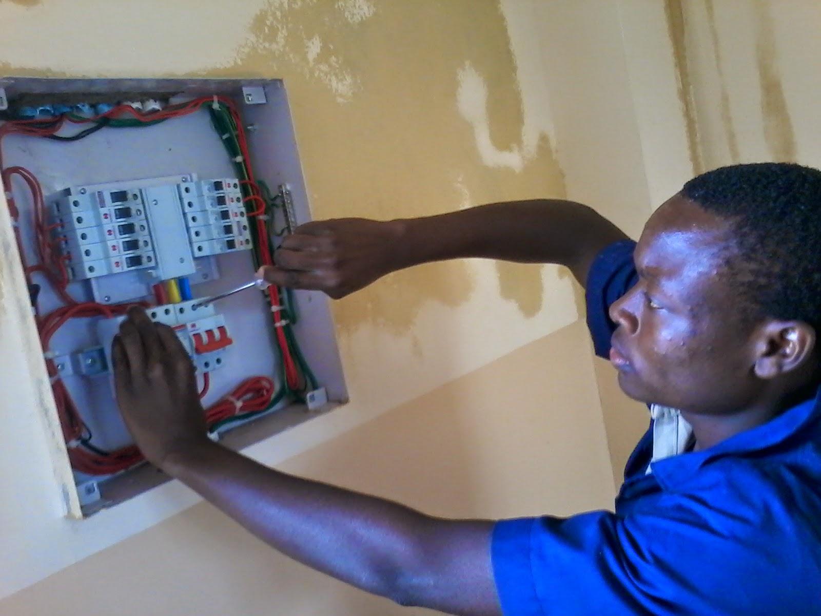 umeme majumbani light house house wiring calculator hii ni jenereta na sisis light house tunaweza kukufungia na ukapata umeme kama kawaida na bila ksumbuliwa na aina yeyote wa kelele zitokanazona jenereta