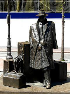 escultura-viajero-urculo