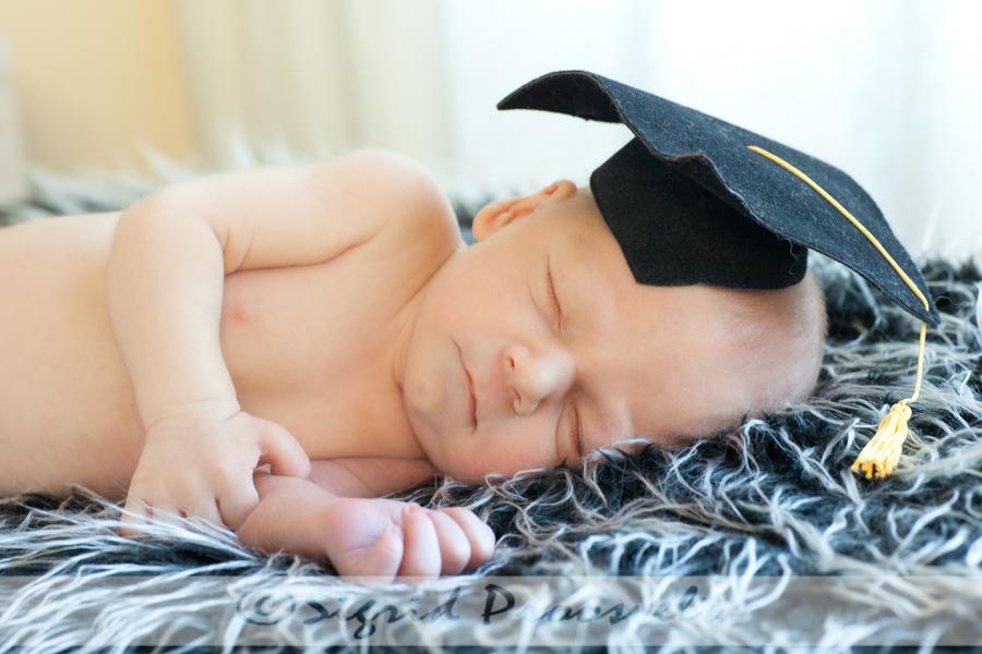 vastsyndinud-beebi-ylikooli-lopetaja-mytsiga
