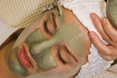 http://1.bp.blogspot.com/-bwE4YzyX65U/US2Nu_RJDtI/AAAAAAAAUwI/LwuCmRLZ9wg/s640/Revolutionizing-Bird-Droppings-Facial-for-Better-Skin-2.jpg