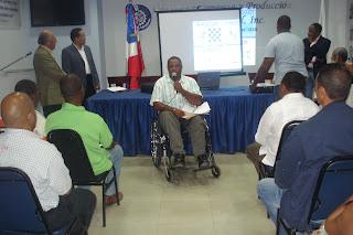 Por inconformidad con funcionarios discapacitados pasan a respaldar a Hipólito Mejía en San Cristóbal