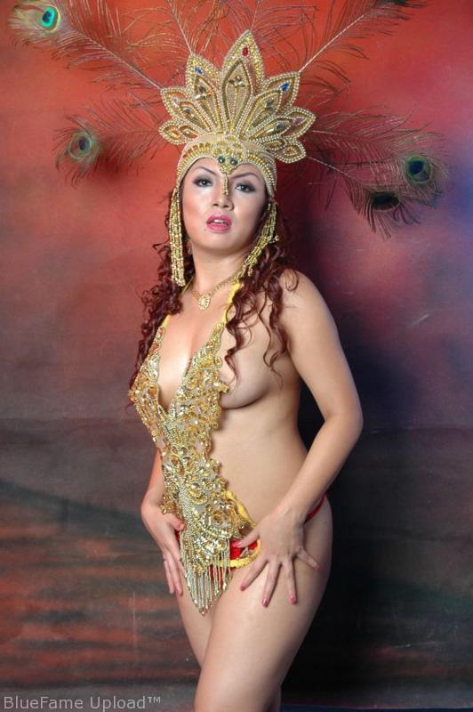 indo model majalah dewasa jadul strips off her shorts