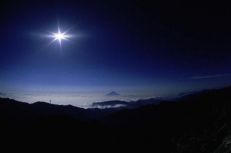 Bintang hanya bekerlip pada malam hari