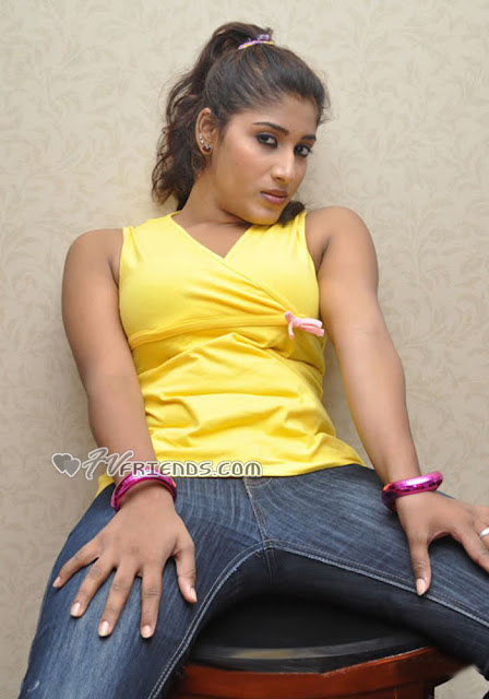 Upcoming sexy acterssSowmya Krishnan in tight denim and widen legs