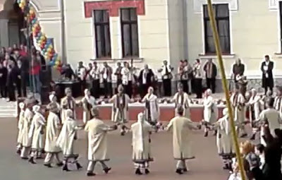 Doina Gorjului dancing Hora of the Union / Hora Unirii
