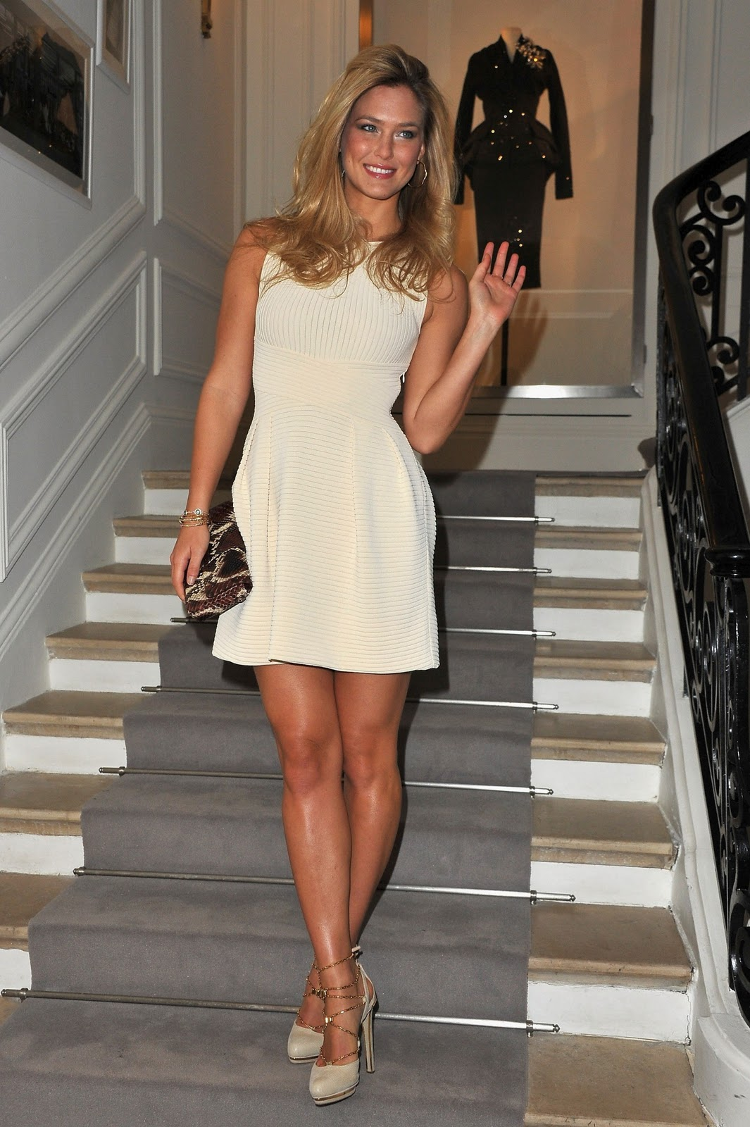 bar refaeli sexy legs at the dior haute couture fashion show. Black Bedroom Furniture Sets. Home Design Ideas