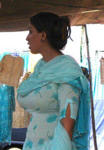 Paki karachi hairy aunty strip and fucked - 3 part 1