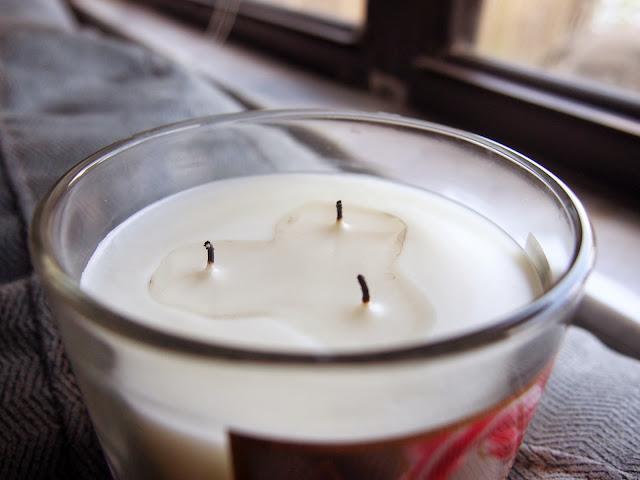 Avon Peppermint Twist Candle