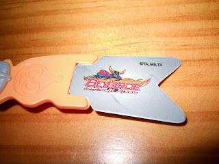 peonza regalo de huevo kinder de serie anime beyblade