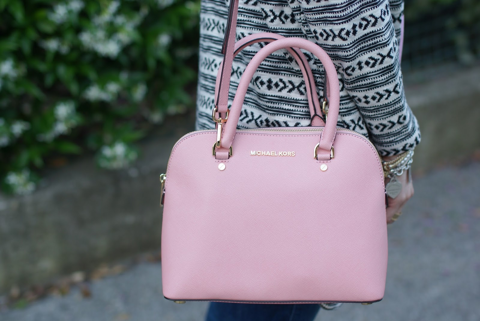 Michael Kors pink bag, Michael Kors cindy bag, Fashion and Cookies fashion blog