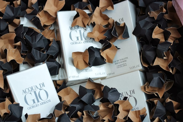 "wie spricht man aqua die gio aus, ""Aqua di Gìo"" pour homme von Giorgio Armani, flaconi, wie heißt das armani model, simon nessman parfümkamapagne, aqua di gio armani, aqua die gio parfum flakon, aqua di gio foto, flakoni verpackung, wie kommen produkte von flaconi an, flaconi paket, flaconi parfüms"