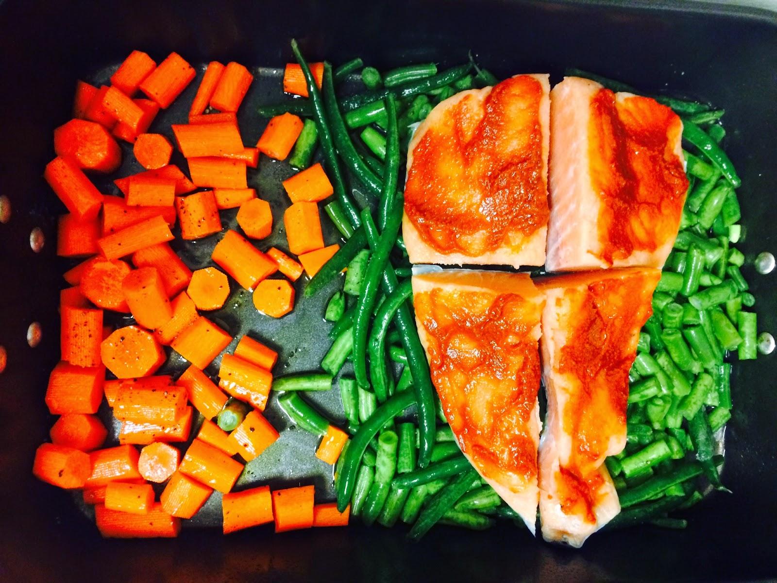 Paleo meal prep, salmon and veggie dinner