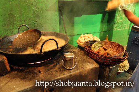 Kalika, telebhaja, tele bhaja, college street, surya sen street, Kolkata, Calcutta, Aaloor chop, Mochar chop, Peyanji, Beguni, Mutton chop, Chicken chop, Chingrir chop, prawn cutlet, Fish Fry, Fish Roll