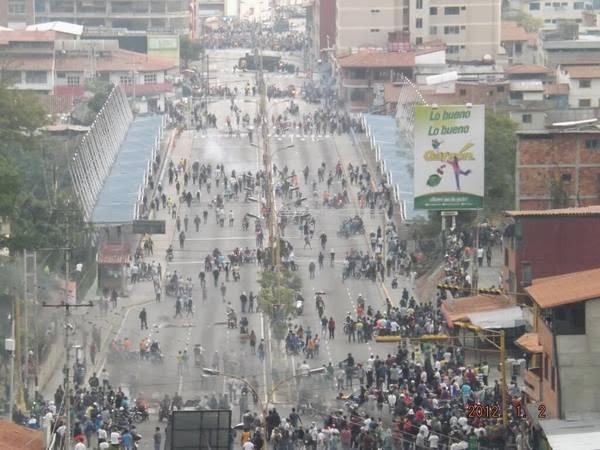 Venezuela em guerra ... 1610059_10202118594098898_564019666_n