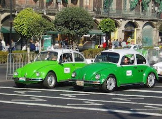 VW-Käfer Taxis in Mexiko Stadt