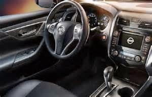 """Interior dengan sentuhan kemewahan serta kearifan  Tak hanya mengusung """"driving performance"""", Nissan Teana terbaru ini dapat mewarisi rencana Omotenashi dari pendahulunya."""