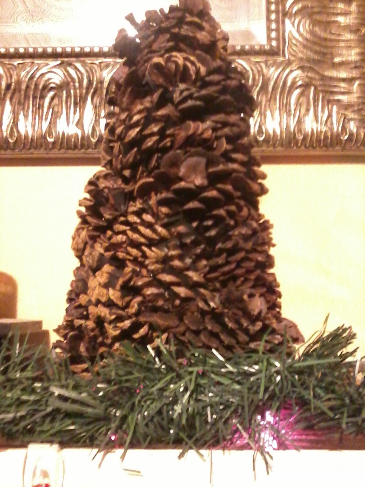 Sarahsworld pine cone tree craft with pics for Crafts using pine cones
