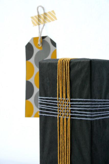 envoltorio de regalos con hilos