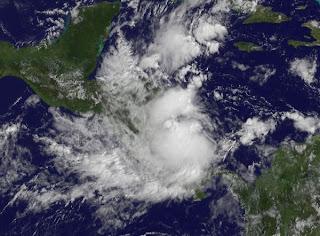 System 96L (potenziell Tropischer Sturm RINA) vor Nicaragua zeigt Anzeichen von Entwicklung, Rina, Karibik, Atlantik, Satellitenbild Satellitenbilder, Nicaragua, aktuell, Oktober, 2011, Hurrikansaison 2011, Honduras,