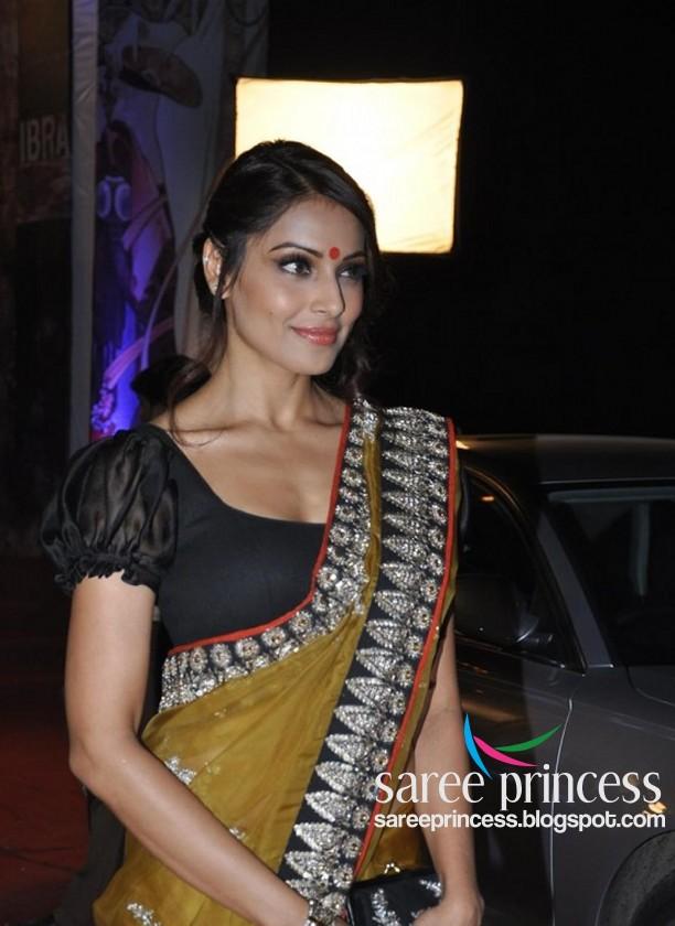 bipasha basu hot in a yellow saree