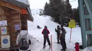 Snowboarder se casse la gueule sur le Tire-Fesses