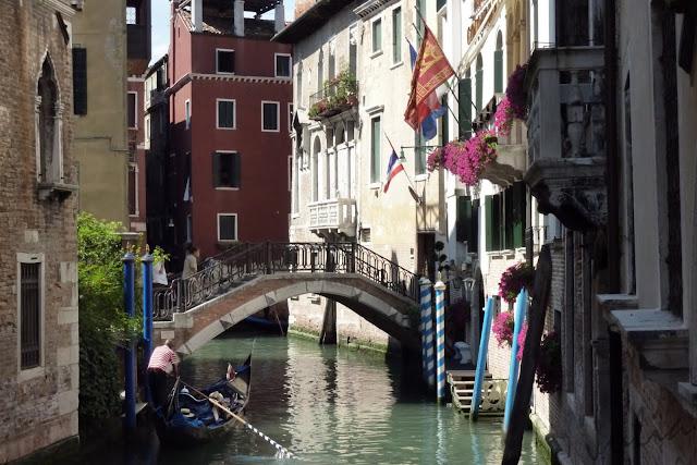 Ciento volando un paseo por venecia for Jardines venecia