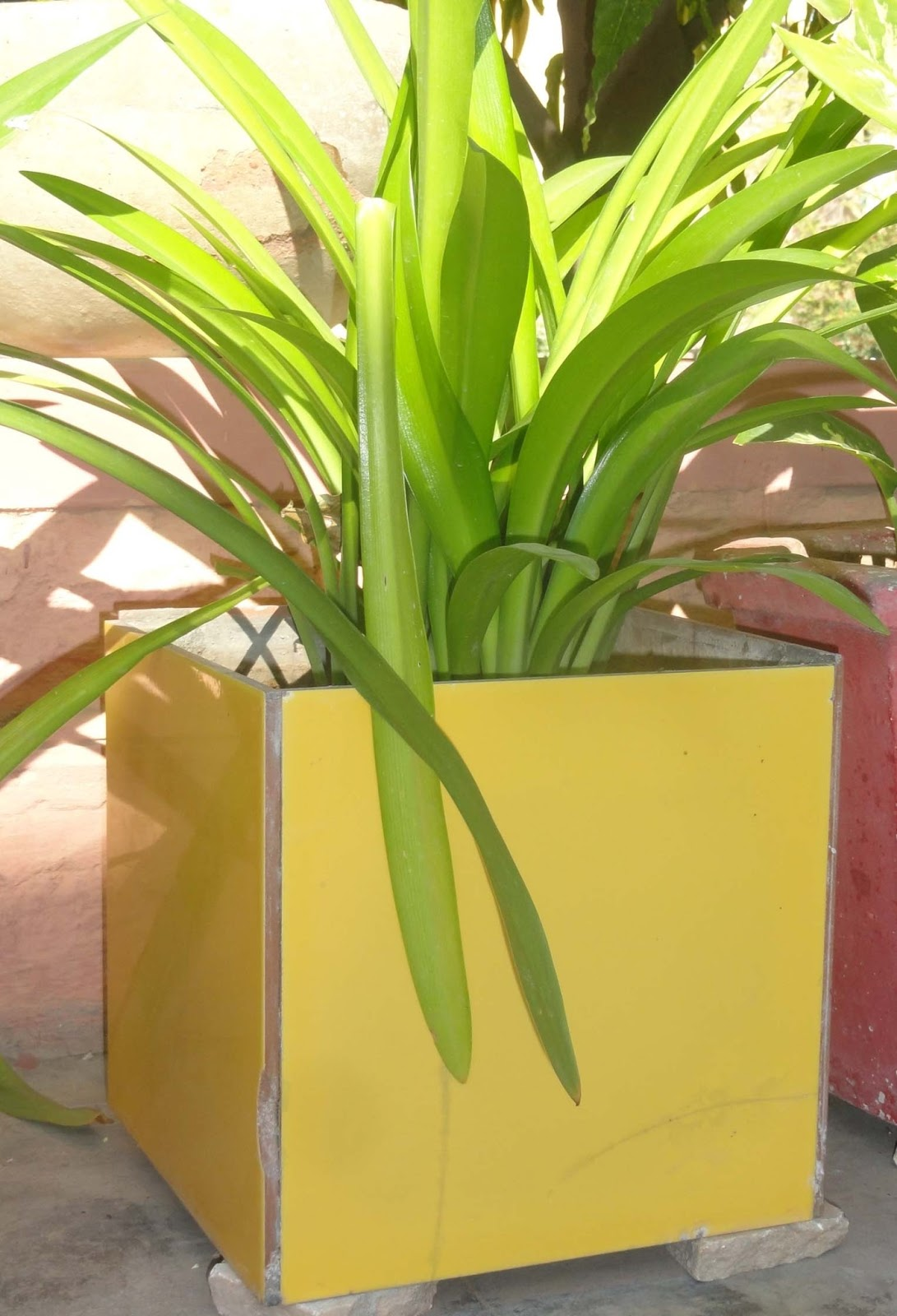 Ceramic tile planter w o o d s t u d i o square size made of floor tiles dailygadgetfo Image collections