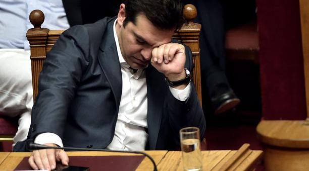 Tsipras, rendido, vencido,