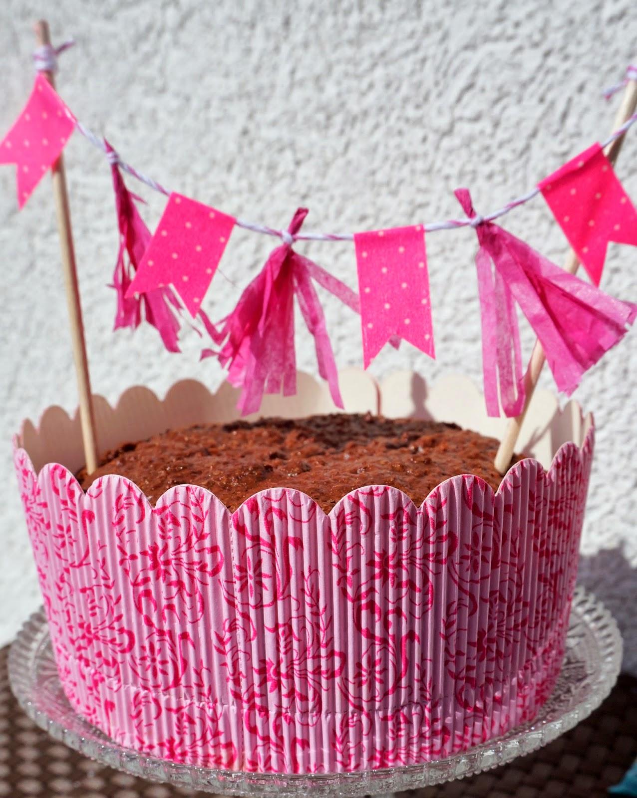 egan Chocolate Cake, Vegan Cake with coconut, veganer Kuchen, vegan Backen, Sweet Laura, pinke Kuchenform, pinke Backform